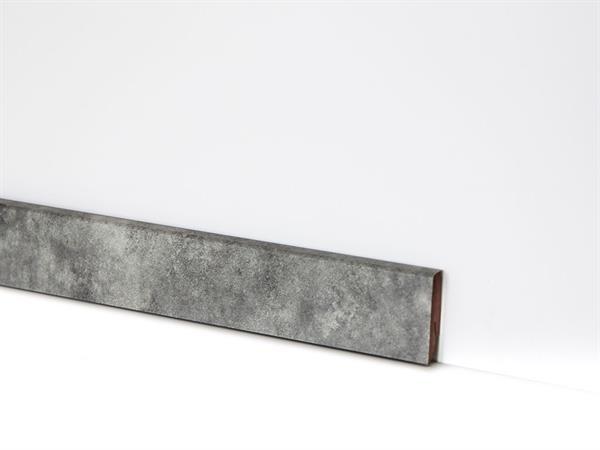 Check Vinyl Sockelleiste Nr. 2121 mit den Abmessungen 18 x 58 x 2400 mm