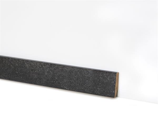 Check Vinyl Sockelleiste Nr. 2120 mit den Abmessungen 18 x 58 x 2400 mm