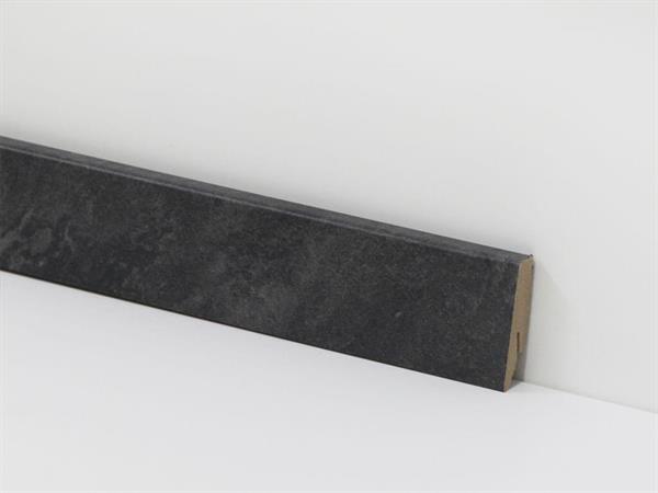 Check Vinyl Sockelleiste Nr. 3079 mit den Abmessungen 18 x 58 x 2400 mm