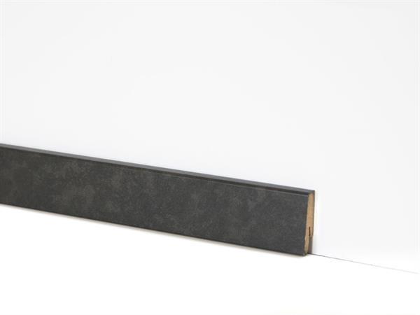 Check Vinyl Sockelleiste Nr. 2123 mit den Abmessungen 18 x 58 x 2400 mm