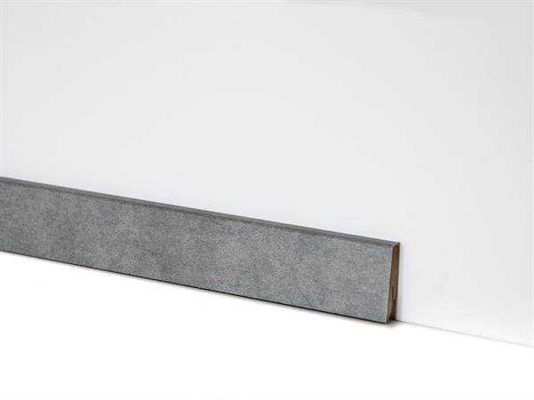 Check Vinyl Sockelleiste Nr. 2119 mit den Abmessungen 18 x 58 x 2400 mm